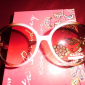 Нежные солнцезащитные очки. Оправа выполнена с переходом под ракушку. UV400