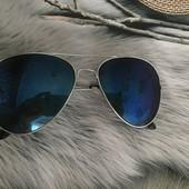 Стильные солнцезащитные очки - авиаторы