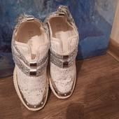 Модные кроссовки белые и черные.Белые 38р,черные39р.
