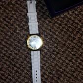 годинник білий Женева