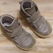 Обнова! Отличные фирменные ботинки и тапочки.. Сотни лотов!