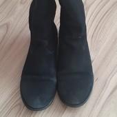 Замшеві чобітки.