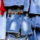 Новые стрейчевые джинсовые шорты, р.30, на бедра 102-106 см, поб 51см. Высокая талия