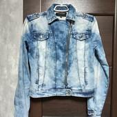 Фирменная классная джинсовая куртка-косуха-варенка в отличном состоянии р.М(14)).