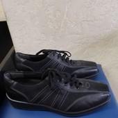 Суперові шкіряні кросівки бренда Medicus,p 39.5 ст 25.7 см