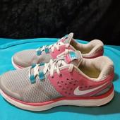 Легкие кроссовки Nike, ориг. Вьетнам, разм. 36 (23 см по бирке, реально 23,5 см).