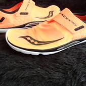 Беговые минималистические кроссовки Saucony Hattori 20126-6 размер 43-28 см