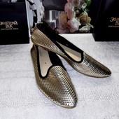 Золотистые туфли балетки с зауженным носком