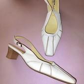 Белые кожаные туфли из натуральной кожи на невысокой каблуке