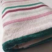 Махровий плотний добротний якісний банний рушник у відмінному стані 140*67 європейська якість