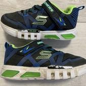 Кроссовки Skechers 26 размер стелька 17,5 см . Мигают при ходьбе !