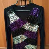 Классная блузка в пайетки в состоянии новой, размер с-м