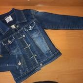 Джинсовая куртка на меху для девочки, на рост 128,украшена бусинами