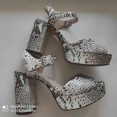 Фирменные босоножки Top shop, на каблуке, размер 39, стелька 25см.)