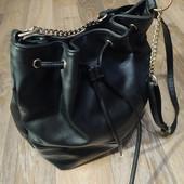 Качественная вместитедьная сумка с длингым ремешком