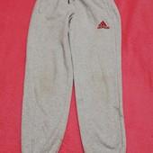 Спортивні штани на 10-12 років. Є дефект
