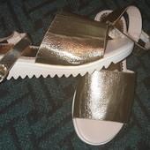 Босоножки на широкую ножку