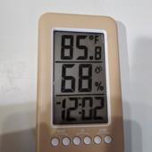 Гегрометр термометр с встроенным будильником.