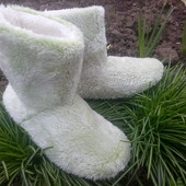 классные сапожки тапочки в двух цветах.мягенькие,уютные.в сезон таких цен не будет!