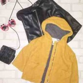 Стильное пальто -кардиган с капюшоном горчичного цвета