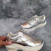 Интересные кроссовки. Серебро.