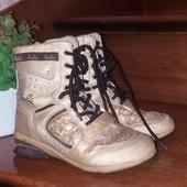 Сапожки на шнурівках