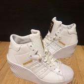 Adidas Оригінал із натуральної шкіри 36 рр і устілка 23 см. Новинка.