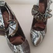 Шикарные туфли на высоком каблуке,змеиный принт от fiore collection