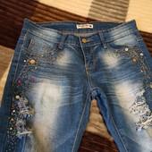 Очень красивые, рваные стильные джинсы стрейч, состояние идеальное.