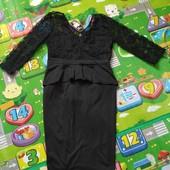 Платье футляр с гипюровыми рукавами