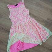 Шикарнейшее платье на девочку 10-11 лет, с восхитительным кружевом на яркой подкладки