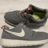 Легкие кроссовки Nike 40,5 размер стелька 26 см