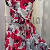 платье с цветами и пышной юбочкой