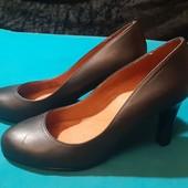 Классика! Полностью кожаные туфли от Next, ориг. Бангладеш, разм. 35,5 (23 см внутри).
