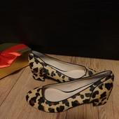 Туфлі із шерсті нерпи зовні і нат.шкіри всередині 37 рр і устілка 23,5 см. Новинка.