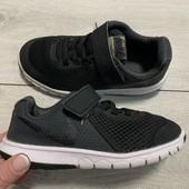 Кроссовки Nike оригинал 28 размер стелька 18 см ( на бирке 17 см )