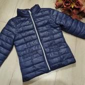 Тоненькая лёгкая ,стеганная куртка на 5-6лет.