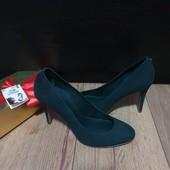 Туфлі із нубуку зовні і нат.шкіри всередині 39 рр і устілка 25,5 см. Новинка.