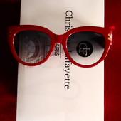 Красные лаконичные солнцезащитные очки Gucci