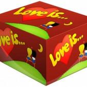 Коробка жвачек «Love is…» в упаковке 100 жвачек