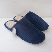мужские комнатные тапки прошиты,внутри мех .серые или синие одни на выбор.