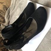 Замшеві туфельки для тендітної ніжки