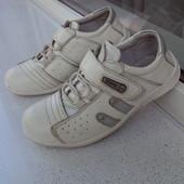 Кожаные кроссовки Walker 33 р. - 20,5 см стелька. Нюанс.