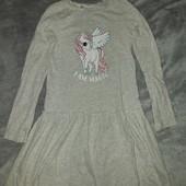 Серое платье с принтом на девочку 6-8 лет