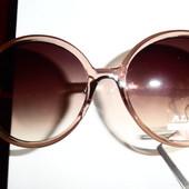 Красивые солнцезащитные очки. Оправа в цвете латте с перламутром