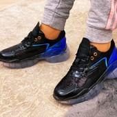 Топовые кроссовки голограмма+пайетки на силиконовой подошве.