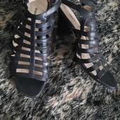 Босоножки сандали из кожзама в хорошем состоянии