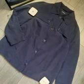Бомбическая куртка темно синяя материал как велюр красивые пуговицы с карманами