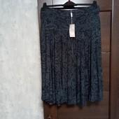Фирменная новая вискозная трикотажная юбка с пояском р.16-18.
