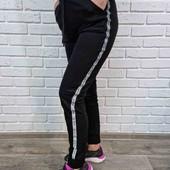 Стильні чорні спортивні штани з полоскою збоку. 4 ХL - 5 XL